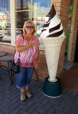 Albany - me with BIG icecream