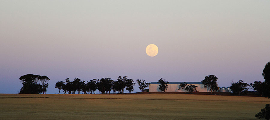 super-moon-over-top-shed