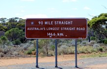 Eyre-Hwy-90-Mile-Straight-sign