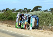 Eyre-Hwy-Wicked-Van-wrecked