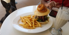 Winton-Beaut burger @ Musical Fence Cafe - given Jeda's approval!