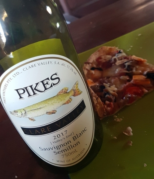 Friday night Nosh-Up - Pikes Sav Blanc & Homemade Pizza