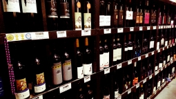 Sevenhill Hotel-rows of wines