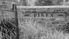 Pikes entrance
